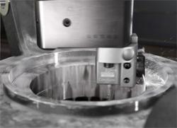 Une solution d'arrosage de précision pour l'alésage micrométrique. dans - - - Outils coupants. 250-741